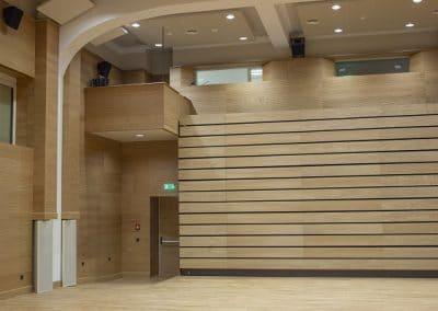 Естествен паркет и акустични панели в Американския колеж