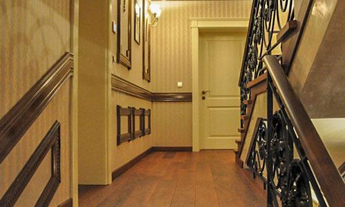 естествен паркет в коридора