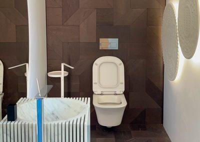 Фигурален паркет Tricot върху стената и пода