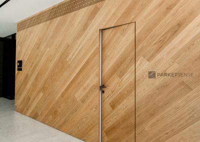 Стени и тапетни врати с паркет натурален дъб