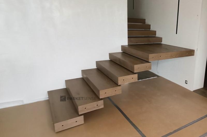 паркет върху стълбище