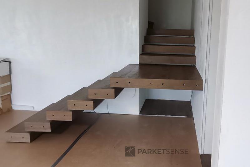 интериорни стълби с паркет